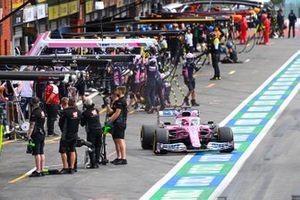 Sergio Perez, Racing Point RP20, lascia i box
