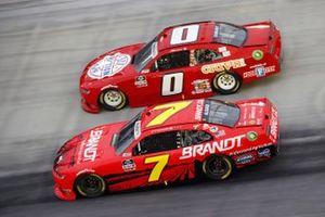 Justin Allgaier, JR Motorsports, Chevrolet Camaro BRANDT y Jeffrey Earnhardt, JD Motorsports, Chevrolet Camaro TeamJDMotorsports.com