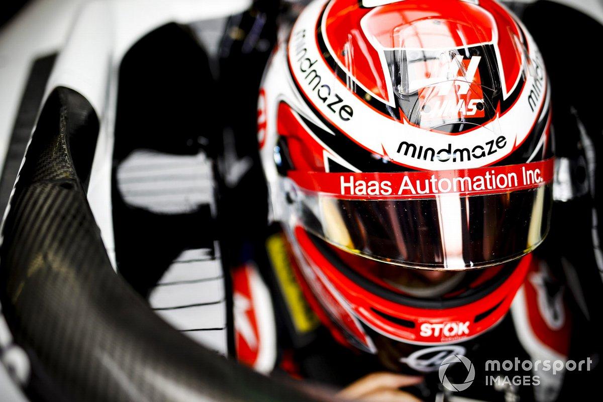 Kevin Magnussen, Haas F1, en su cockpit