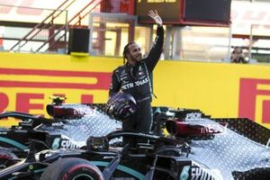 Race Winner Lewis Hamilton, Mercedes-AMG F1 in Parc Ferme