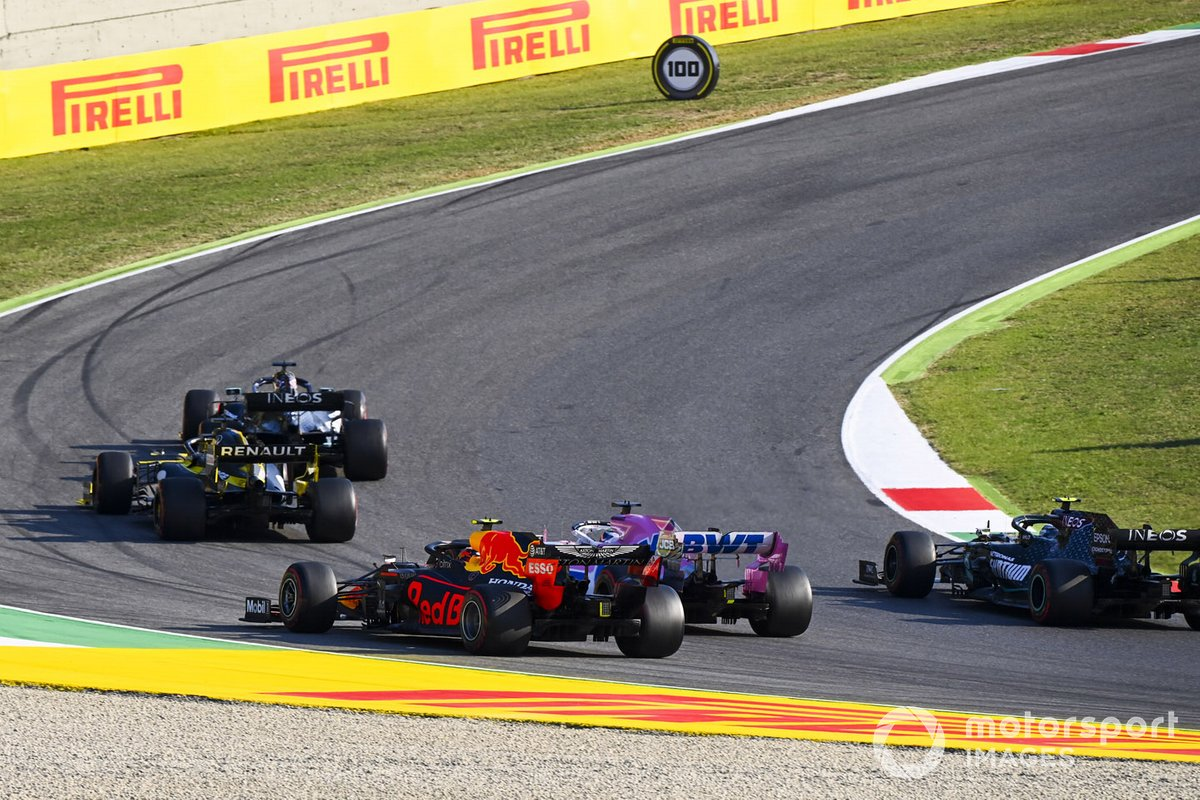 Lewis Hamilton, Mercedes F1 W11, Daniel Ricciardo, Renault F1 Team R.S.20, Sergio Pérez, Racing Point RP20, Alex Albon, Red Bull Racing RB16, and Valtteri Bottas, Mercedes F1 W11, en la segunda arrancada