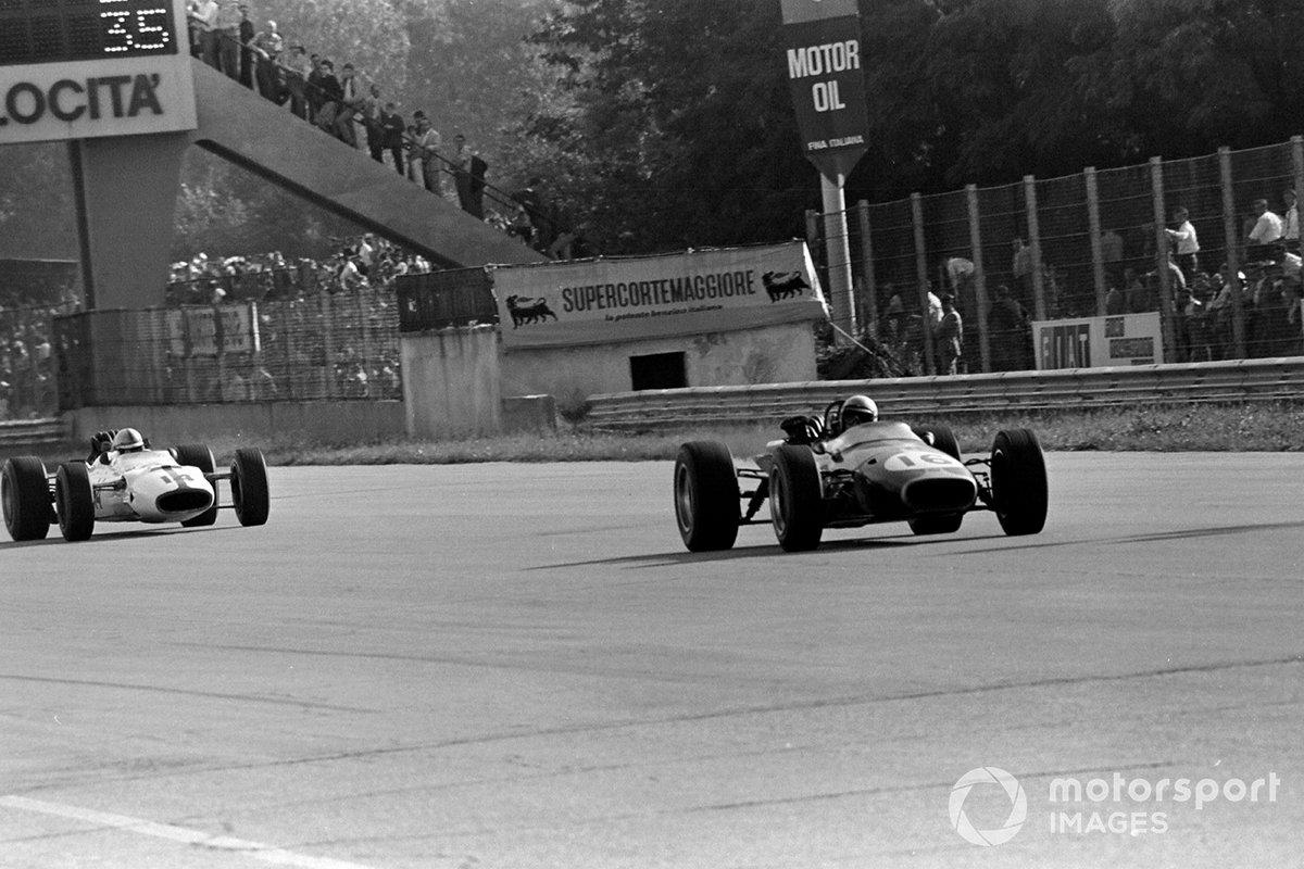 Темп Брэбэма в концовке был таким низким, что Сертиз смог нагнать австралийца и выйти вперед. Все выглядело так, что новая Honda в первой же гонке привезет своего пилота не просто на подиум, но даже на второе место
