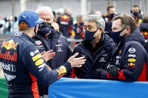 Max Verstappen, Red Bull Racing, 2nd position, with Helmut Marko, Consultant, Red Bull Racing, Masashi Yamamoto, General Manager, Honda Motorsport, and Christian Horner, Team Principal, Red Bull Racing, in Parc Ferme