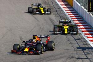 Max Verstappen, Red Bull Racing RB16, Esteban Ocon, Renault F1 Team R.S.20, and Daniel Ricciardo, Renault F1 Team R.S.20