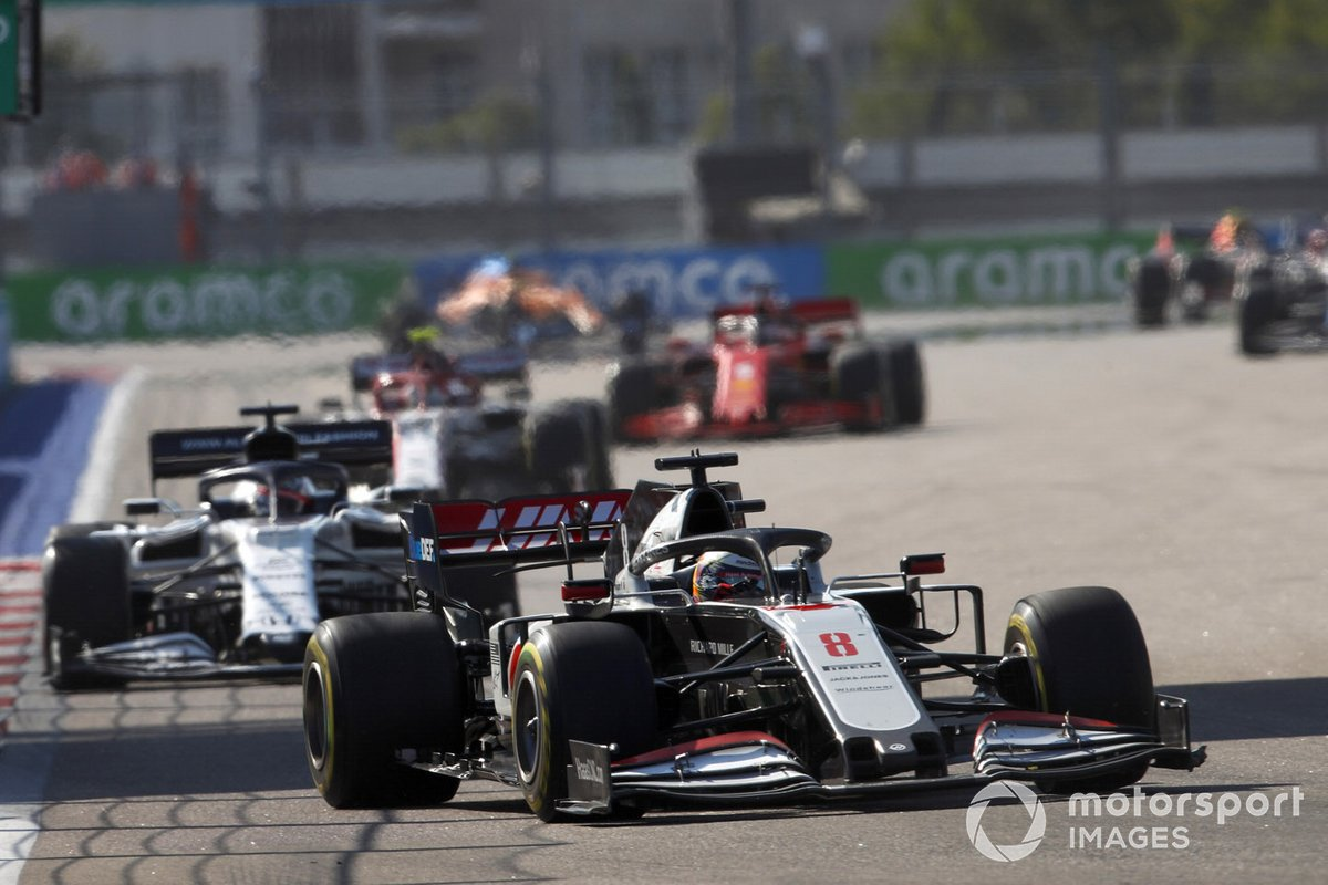 Romain Grosjean, Haas VF-20, Daniil Kvyat, AlphaTauri AT01, e Antonio Giovinazzi, Alfa Romeo Racing C39