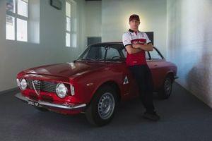 Kimi Raikkonen, Alfa Romeo Racing, e l'Alfa Romeo Giulia GTA
