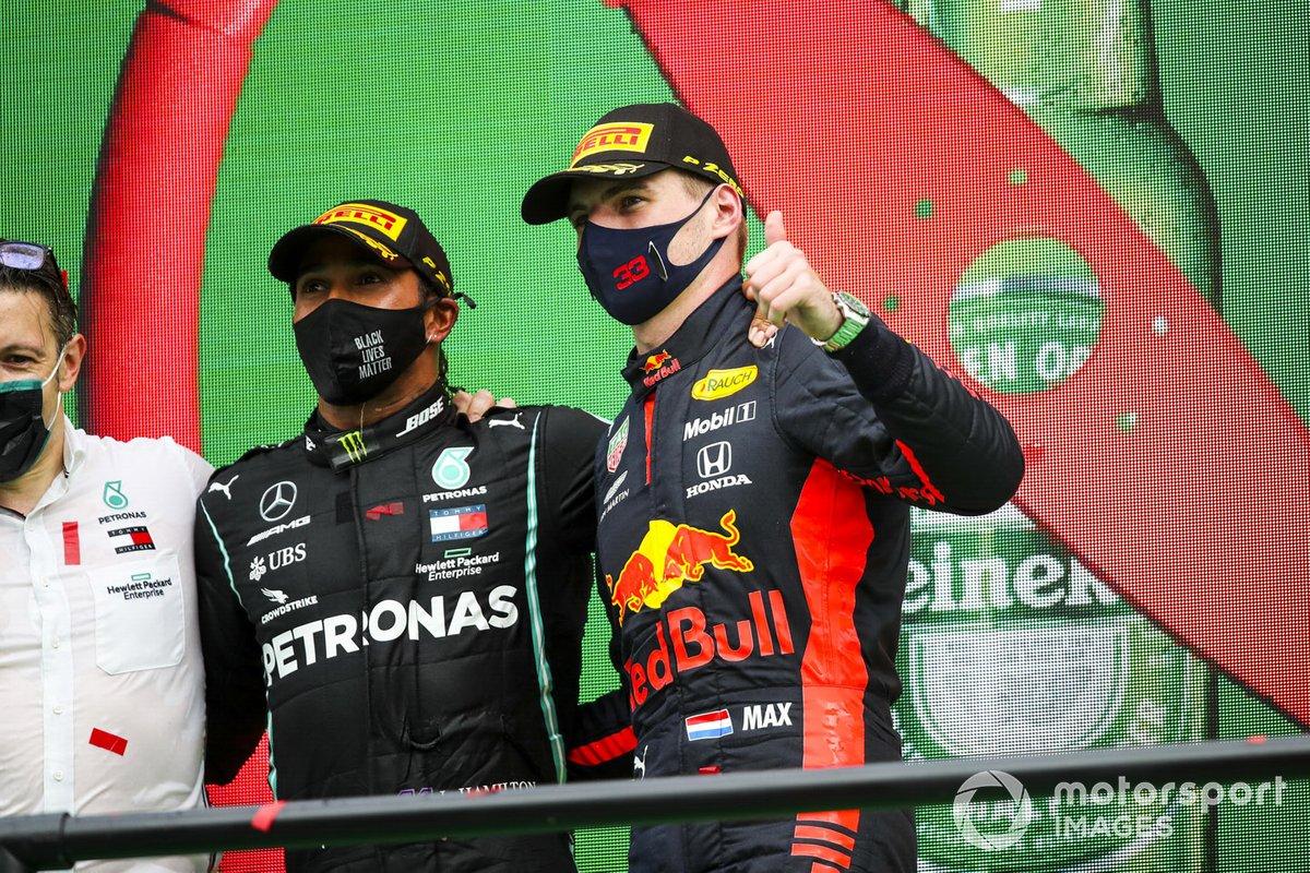 Podio: ganador de la carrera Lewis Hamilton, Mercedes-AMG F1, y Max tercer lugar Verstappen, Red Bull Racing