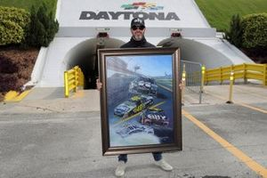 Jimmie Johnson, Hendrick Motorsports, Chevrolet Camaro with a painting presented to him