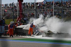 Разбитый болид Луки Гьотто, Hitech Grand Prix battle