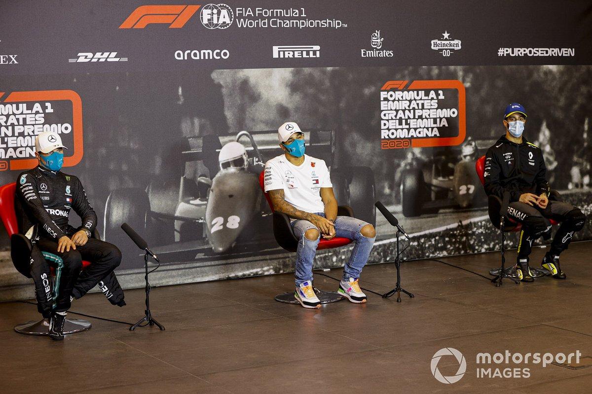Valtteri Bottas, Mercedes-AMG F1, Lewis Hamilton, Mercedes-AMG F1 y Daniel Ricciardo, Renault F1 en la conferencia de prensa
