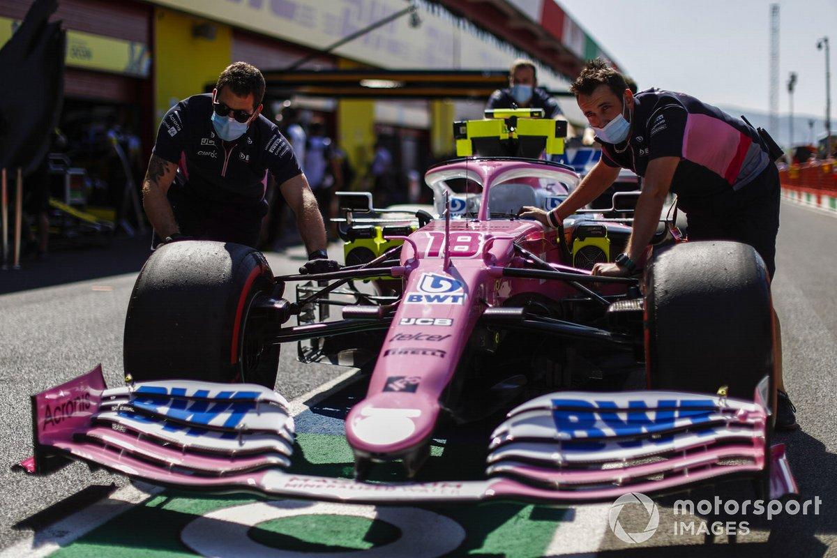 Meccanici con l'auto di Lance Stroll, Racing Point RP20
