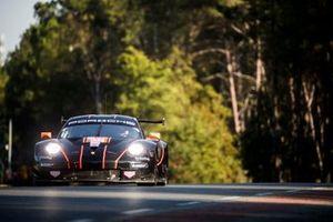 #86 Gulf Racing Porsche 911 RSR: Michael Wainwright, Andrew Watson, Benjamin Barker
