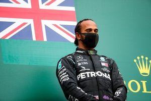 Lewis Hamilton, Mercedes-AMG F1, 1° posto, sul podio