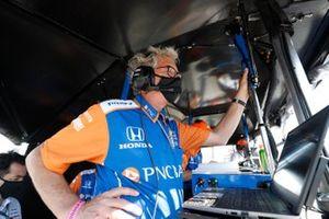 Scott Dixon, Chip Ganassi Racing Honda engineer Michael Cannon