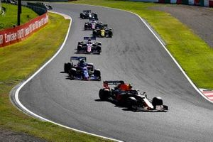 Alex Albon, Red Bull RB15, leads Pierre Gasly, Toro Rosso STR14, Lance Stroll, Racing Point RP19, Nico Hulkenberg, Renault F1 Team R.S. 19, and Sergio Perez, Racing Point RP19