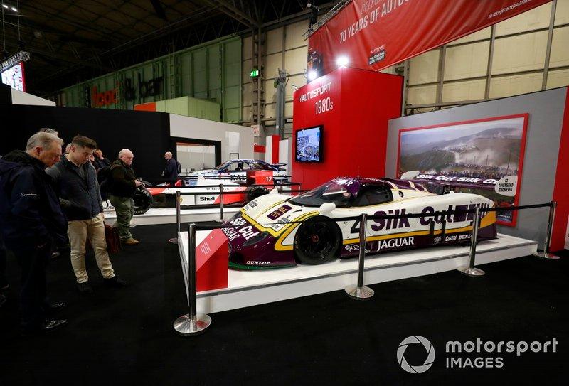 El deportivo Jaguar en el stand de Autosport