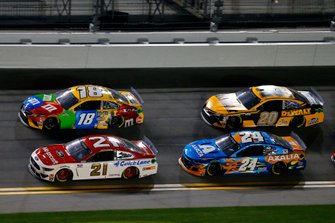 Matt DiBenedetto, Wood Brothers Racing, Ford Mustang Motorcraft/Quick Lane and Kyle Busch, Joe Gibbs Racing, Toyota Camry M&M's
