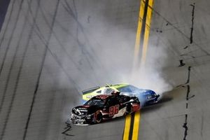 Daniel Suarez, Gaunt Brothers Racing, Toyota Camry Toyota Certified Used Vehicles and Ryan Blaney, Team Penske, Ford Mustang Menards / Peak wreck