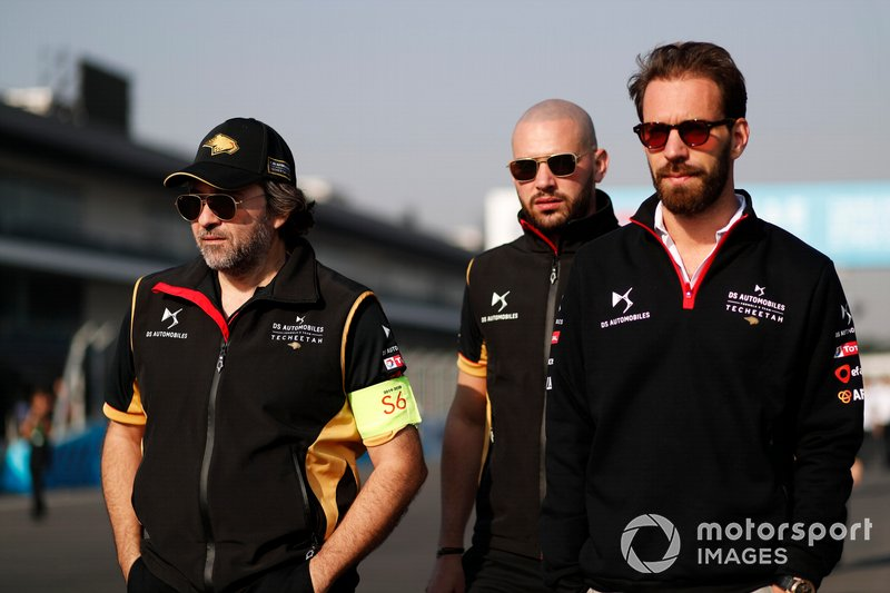 Jean-Eric Vergne, DS Techeetah walks the track with members of his team