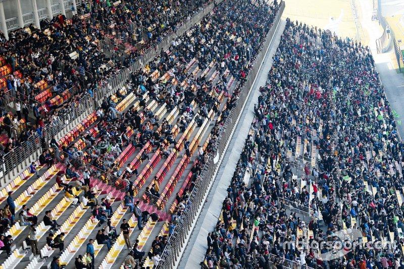 Espectadores en Shanghai