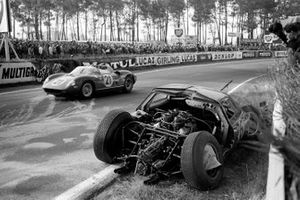 Lorenzo Bandini, Ludovico Scarfiotti, Scuderia Ferrari, Ferrari 250P, passes the crashed car of David Hobbs, Richard Attwood, Lola Cars, Lola Mk6 GT-Ford