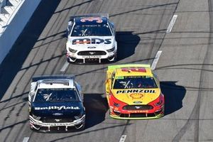 Aric Almirola, Stewart-Haas Racing, Ford Mustang Smithfield, Joey Logano, Team Penske, Ford Mustang Shell Pennzoil, David Ragan, Front Row Motorsports, Ford Mustang MDS Transport