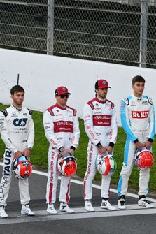 Pierre Gasly, AlphaTauri, Kimi Raikkonen, Alfa Romeo, Antonio Giovinazzi, Alfa Romeo und George Russell, Williams Racing