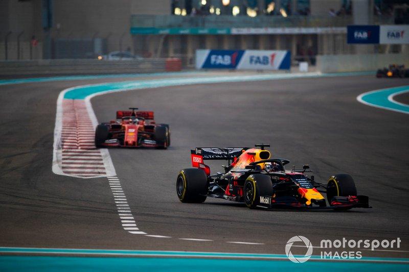 Max Verstappen, Red Bull Racing RB15, precede Sebastian Vettel, Ferrari SF90
