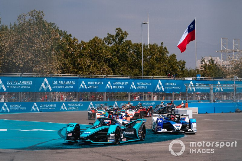 Mitch Evans, Jaguar Racing, Jaguar I-Type 4 Maximilian Günther, BMW I Andretti Motorsports, BMW iFE.20, Pascal Wehrlein, Mahindra Racing, M6Electro at the start