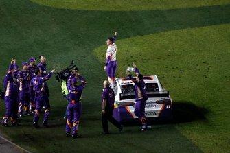 Denny Hamlin, Joe Gibbs Racing, Toyota Camry FedEx Express, burnout, celebration