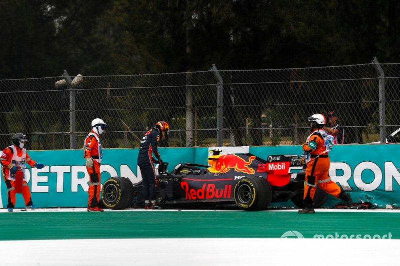 Alex Albon, Red Bull RB15 crashes in FP2