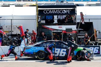 Daniel Suarez, Gaunt Brothers Racing, Toyota Camry CommScope pit stop