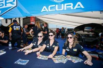 #57 Heinricher Racing w/Meyer Shank Racing Acura NSX GT3, GTD: Katherine Legge, Christina Nielsen, Bia Figueiredo, Autograph Session