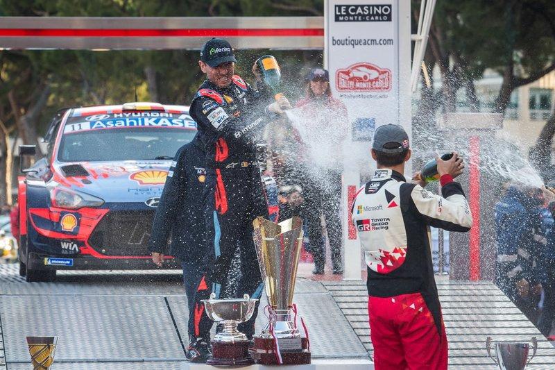 Podium: Nicolas Gilsoul, Hyundai Motorsport and Elfyn Evans, Toyota Gazoo Racing