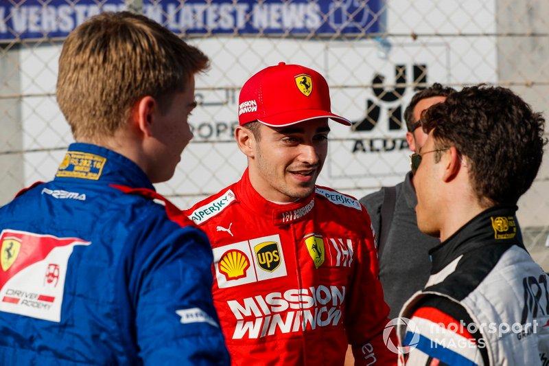 Nyck de Vries, Charles Leclerc, Ferrari e Robert Shwartzman