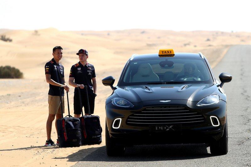 Макс Ферстаппен и Александр Элбон садятся во внедорожник Aston Martin DBX, продажи которого стартуют в 2020 году.