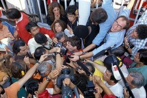 Ayrton Senna, McLaren, s'exprime devant les médias