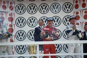 Podium: second place Nelson Piquet, Williams, Race winner Nigel Mansell, Williams, third place Ricardo Patrese, Brabham