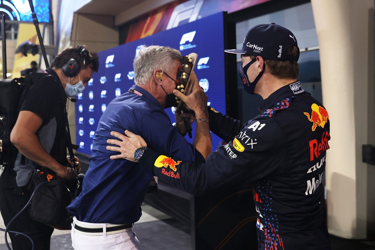 Ganador de la pole Max Verstappen, Red Bull Racing con David Coulthard