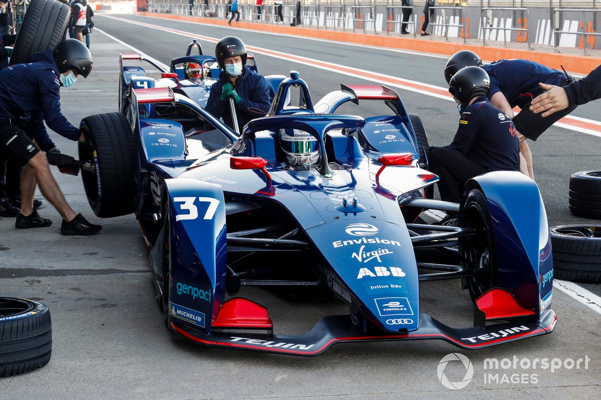 Practice pit stop for Nick Cassidy, Envision Virgin Racing, Audi e-tron FE07