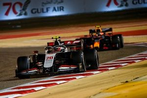 Kevin Magnussen, Haas VF-20, Alex Albon, Red Bull Racing RB16