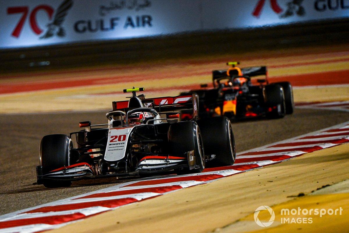 Kevin Magnussen, Haas VF-20, Alex Albon, Red Bull Racing RB16