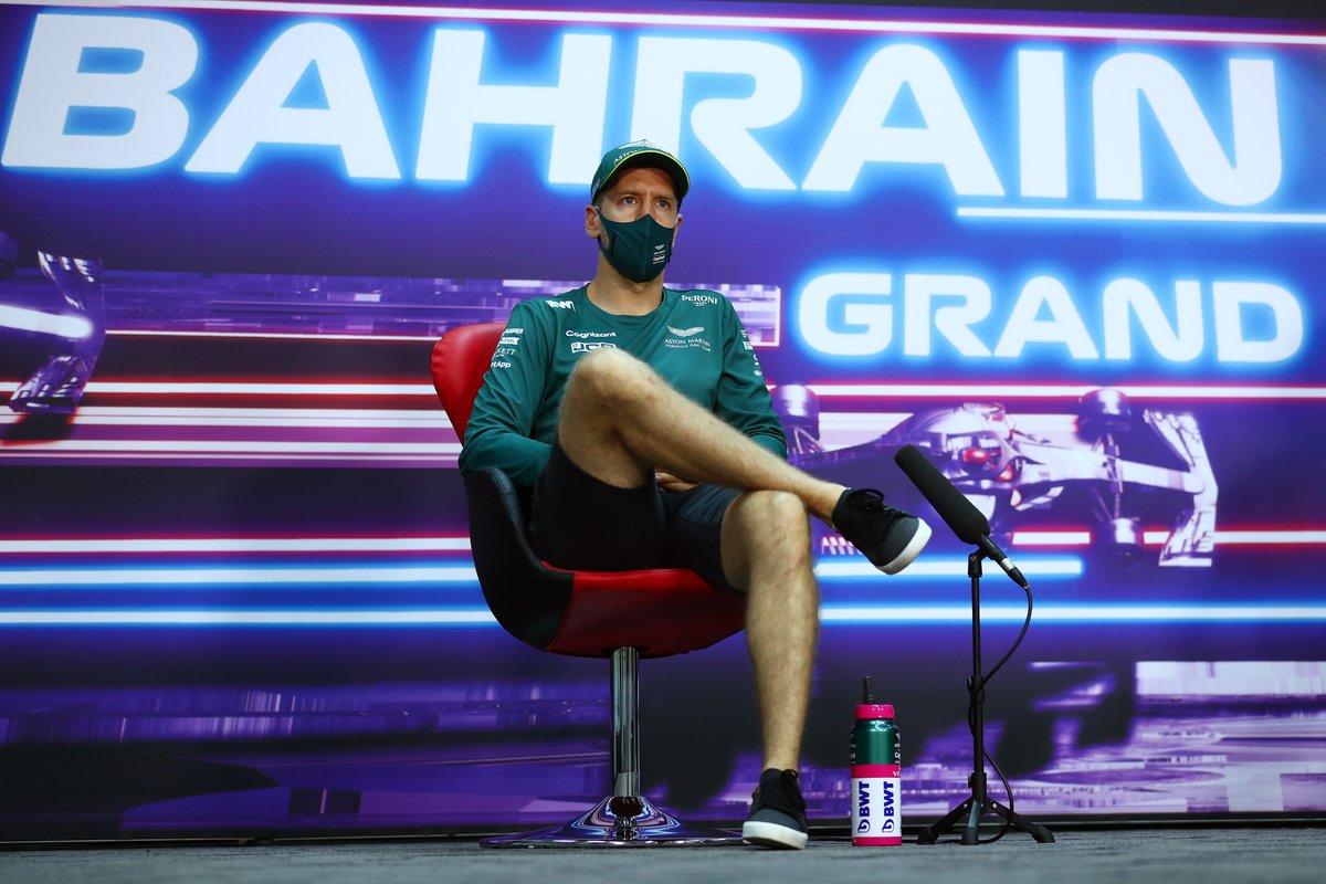 Себастьян Феттель, Aston Martin, на пресс-конференции