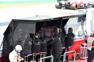 Alpine F1 team on the pit wall