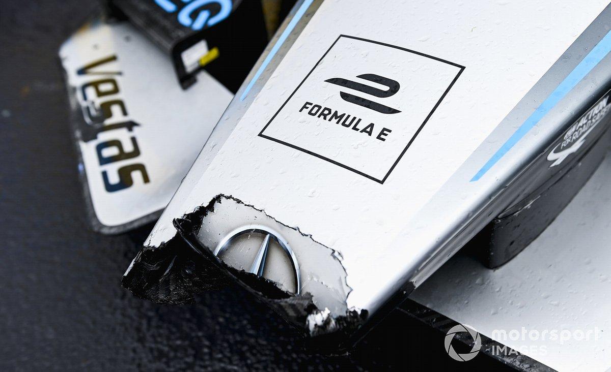 Frente dañado de Stoffel Vandoorne, Mercedes-Benz EQ, EQ Flecha de Plata 02, 3ª posición, en Parc Ferme