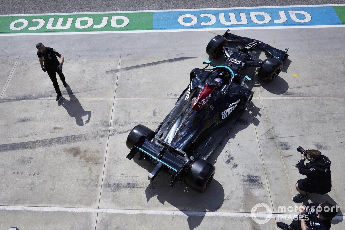 Lewis Hamilton, Mercedes W12, esce dal garage