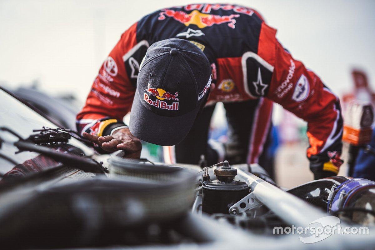 Piloto de Toyota Gazoo Racing en la etapa Maratón del Dakar 2021