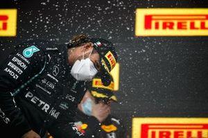 Lewis Hamilton, Mercedes celebrates on the podium with the champagne