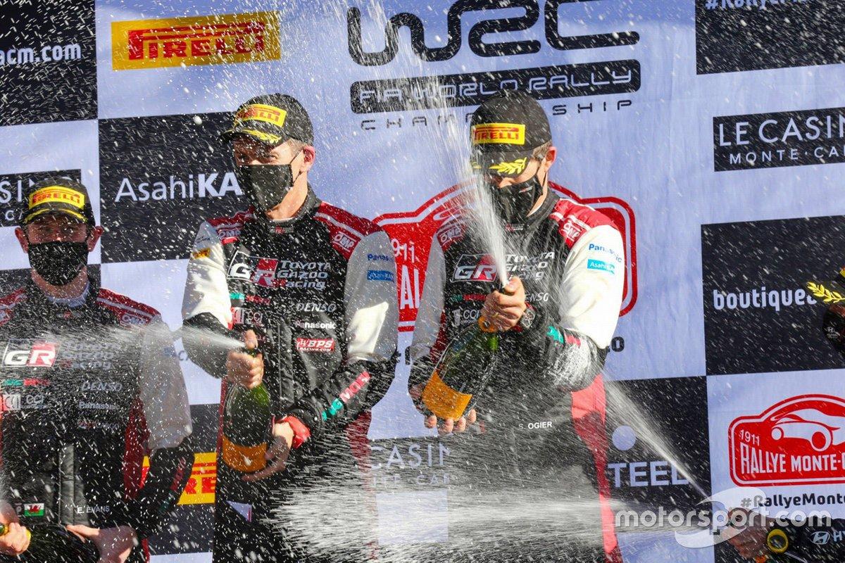 Thierry Neuville, Martijn Wydaeghe, Hyundai Motorsport Hyundai i20 Coupe WRC sur le podium