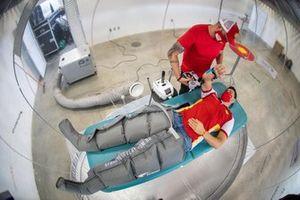 Galid Osman sendo tratado na Bubble